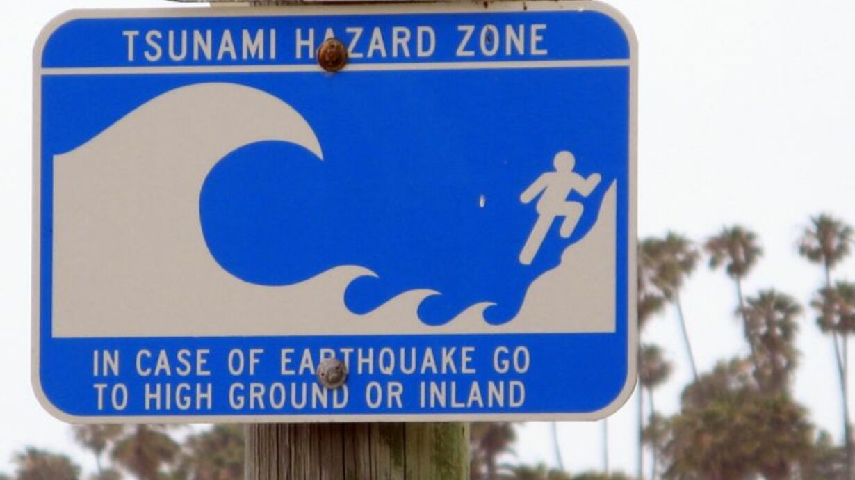 Tsunami_hazard_zone_sign-web_01